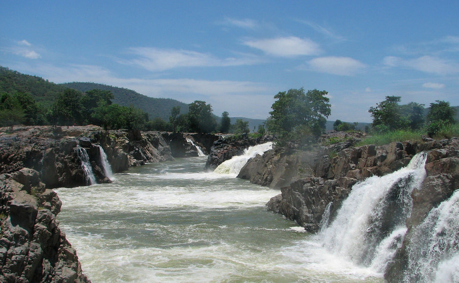 Hogenakkal waterfalls